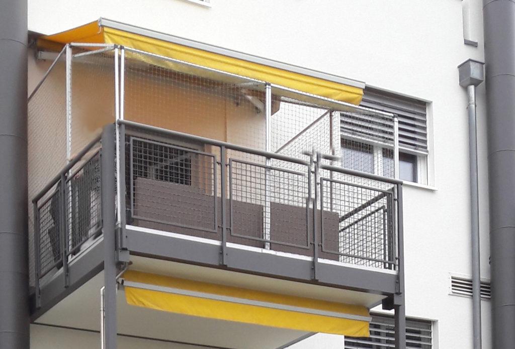 Katzennetze-Balkon-Montage